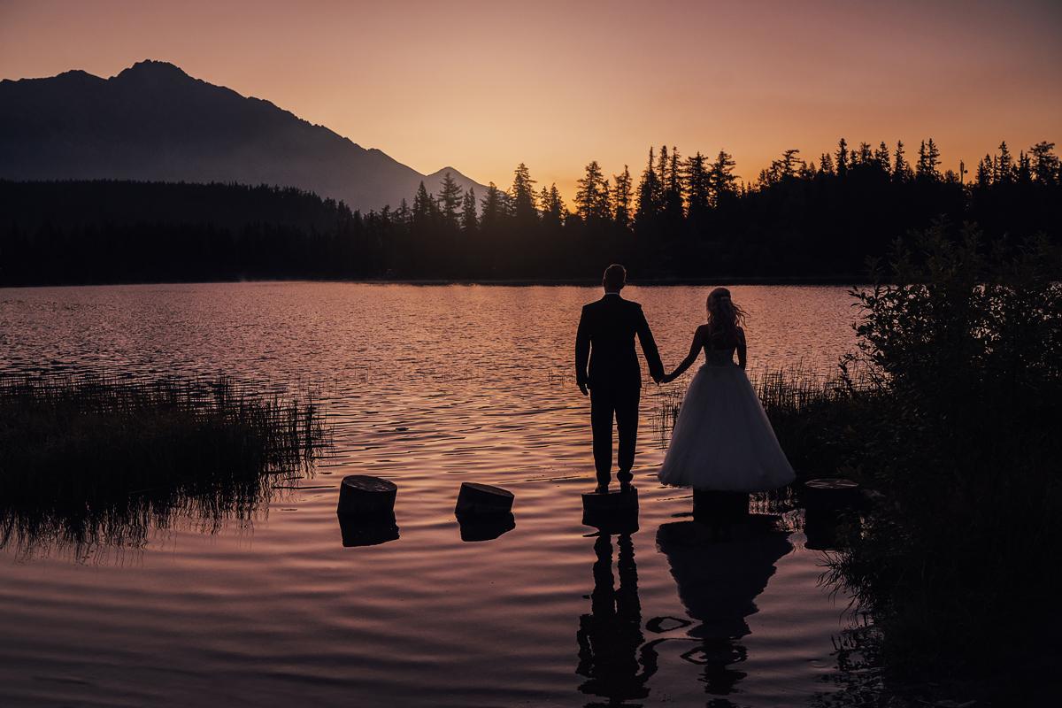 Plener ślubny o wschodzie słońca nad Szczyrbskim Plesem
