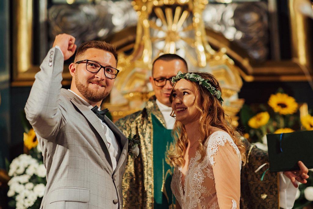 Fotograf ślubny Żywiec i Bielsko-Biała, zdjęcie wykonane przez STUDIO A, Reportaż ślubny, ślub w Katedrze w Żywcu