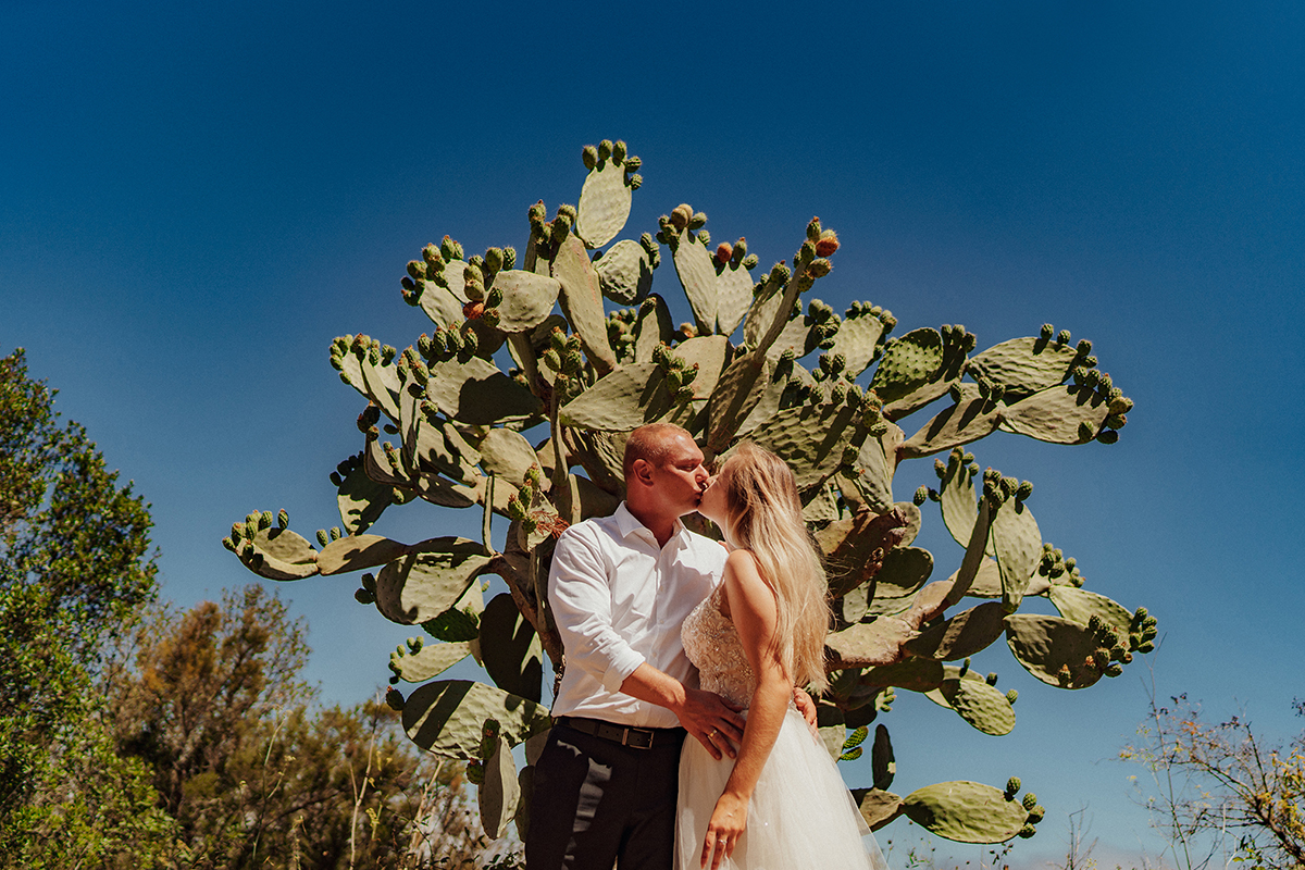 Piękny plener ślubny na Teneryfie, Wyspy Kanaryjskie. Sesja ślubna na czarnej plaży i miejscowości Benjio i Teide. Sesja ślubna zagraniczna na Wyspach Kanaryjskich. Zdjęcia wykonane przez Studio A Wedding - fotograf ślubny Żywiec i Bielsko-Biała.